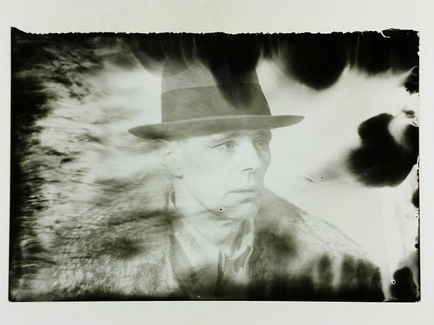 Schwarz-Weiß-Foto mit dem Porträt von Joseph Beuys